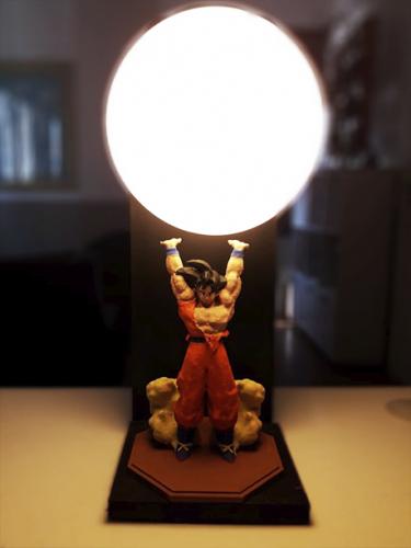 Luminária Dragon Ball - Goku realizando a Genkidama